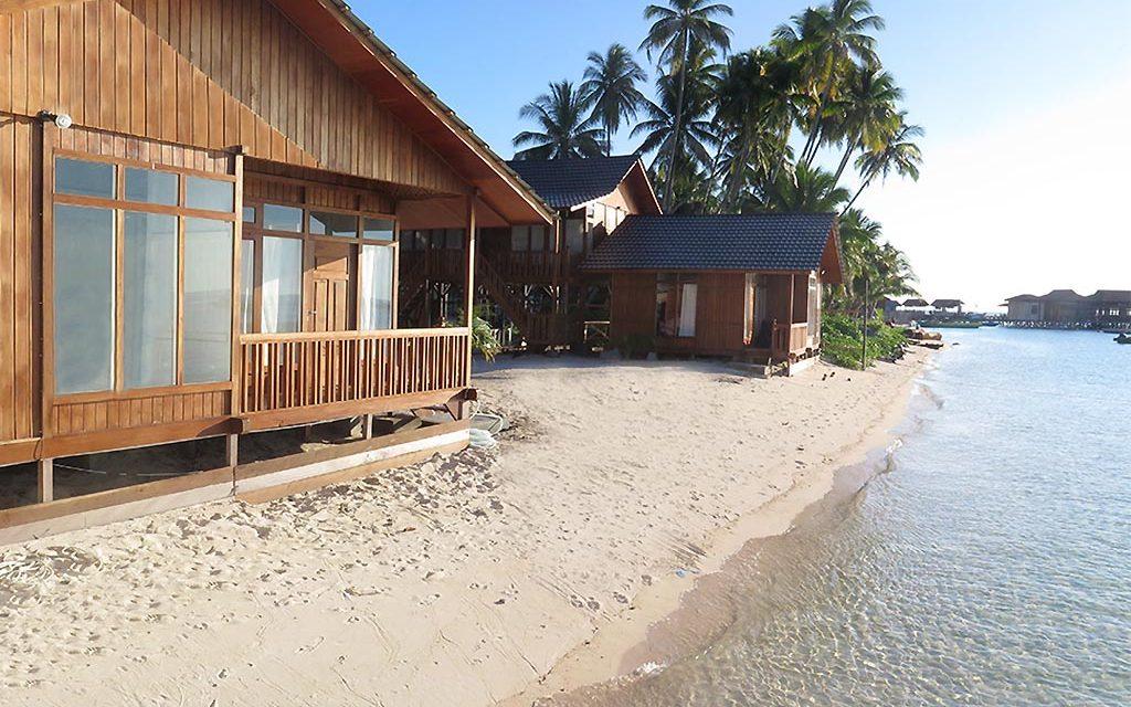 https://as-tauchreisen.de/wp-content/uploads/04-derawan-dive-lodge-kalimantan-indonesien-1024x640.jpg